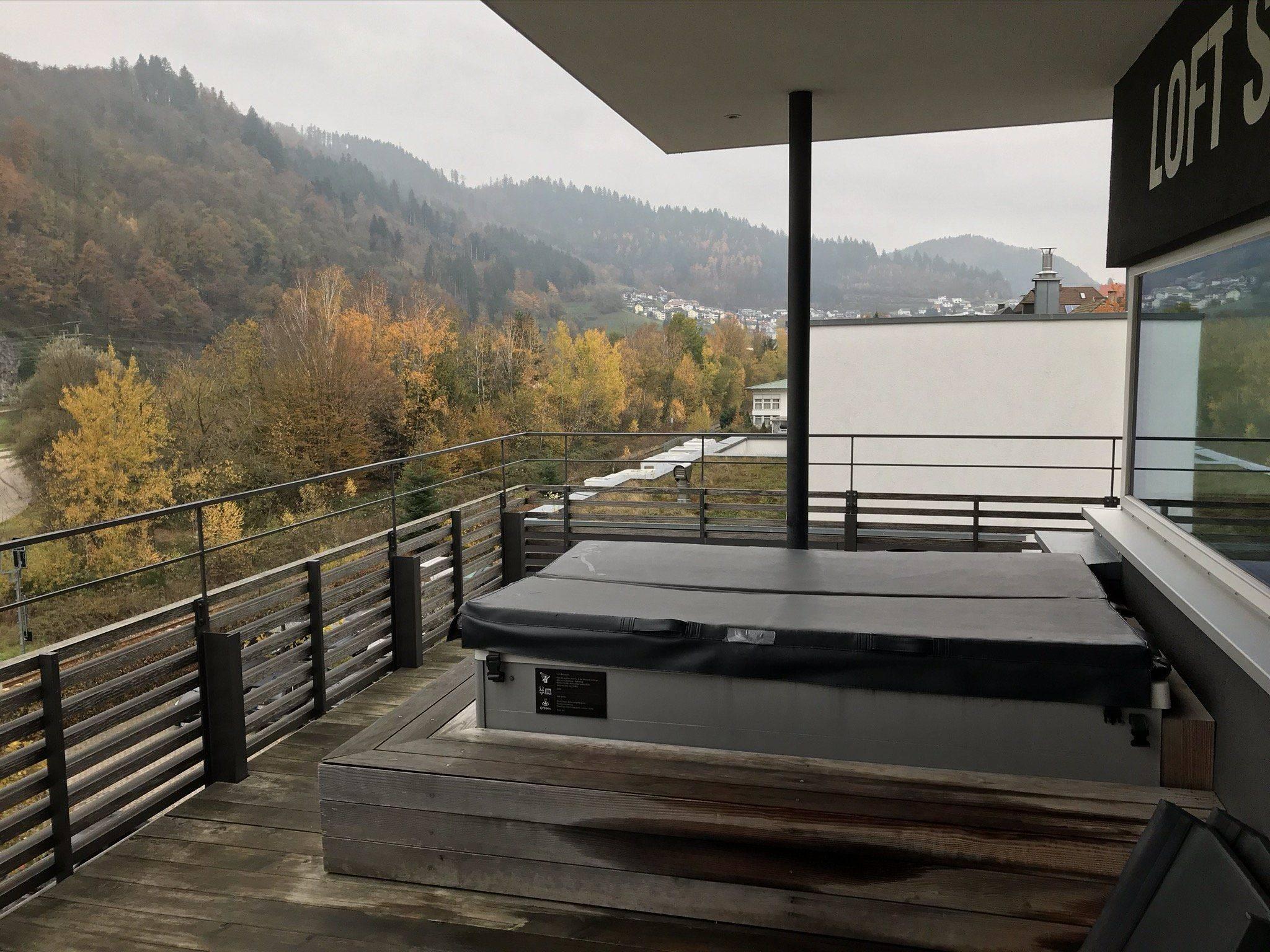 Familienurlaub Schwarzwald Kirnbacher Hof SPA Whirlpool mit Blick in Kinzigtal