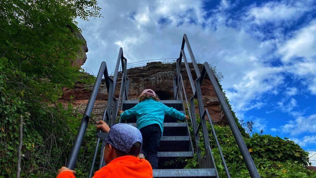 Burgruine Drachenfels Klettern Kinder